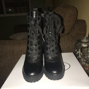 Steve Madden LATCH boot